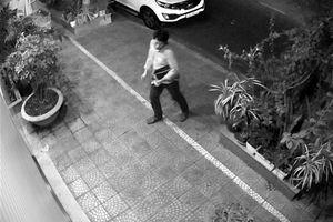 Người đàn ông Hàn Quốc đột nhập ôtô của nguyên Phó giám đốc Sở