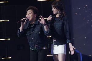 Cùng dẫn gameshow, Trấn Thành liên tục bị Hari Won 'chơi xỏ'