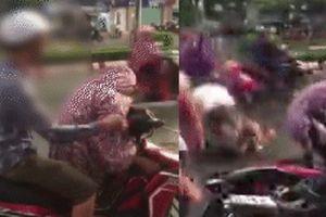 Clip: Chồng chửi bới, đánh đập vợ dã man khiến người đi đường 'nóng mắt'