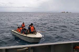 Tàu 739 kịp thời chuyển bệnh nhân đi cấp cứu tại đảo Trường Sa