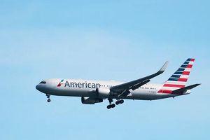 Hành khách American Airlines được yêu cầu đi tiểu vào túi nhựa