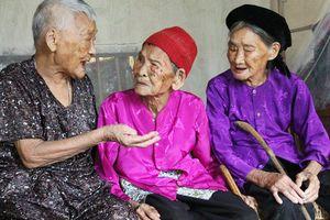 Cuộc sống lạc quan của 3 chị em ruột đều trên 100 tuổi