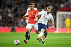 Phản ứng 'lạ' của Mourinho khi 2 học trò phối hợp ghi bàn cho tuyển Anh
