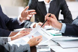 Thế nào là thành viên Hội đồng quản trị có lợi ích liên quan?