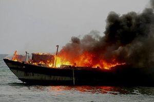 Quảng Nam: Tàu cá bốc cháy trên biển, 11 ngư dân thoát chết