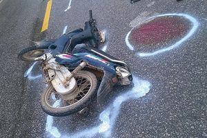 2 xe máy đấu đầu, 4 người bị thương
