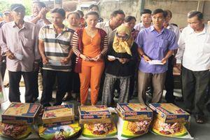 Tặng quà nạn nhân chất độc da cam và người nghèo tại Long An