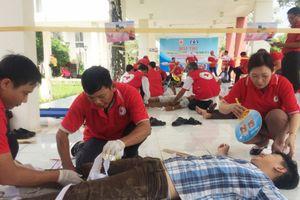 Tình nguyện viên Chữ thập đỏ với trật tự an toàn giao thông