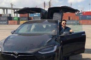 Đại gia Dương 'Kon' nâng tầm Tesla Model X để không bị đụng hàng tại Việt Nam