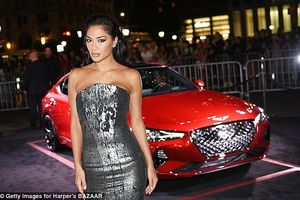 Nicole Scherzinger đẹp cuốn hút với đầm ánh bạc tại tiệc thời trang
