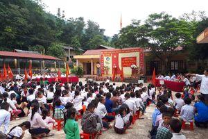 Sau những ngày chống chọi mưa lũ, trường học ở xã biên giới khai giảng muộn