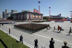 Ông Trump khen ngợi màn duyệt binh 'khác lạ' của Triều Tiên