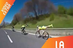 Tay đua nằm trên xe đạp để chiến thắng mà không tốn sức