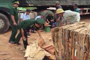 Phát hiện cả ngàn thanh gỗ quý giấu trong lô hàng phế liệu