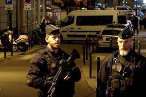 Tấn công bằng dao ở Paris, 7 người bị thương