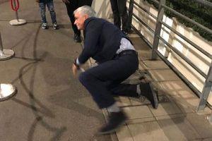 Mourinho ngượng chín mặt vì 'vồ ếch' tại sân Wembley