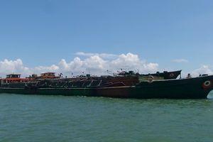 Liên tiếp phát hiện sà lan hút cát trái phép tại biển Cồn Ngựa