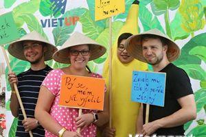 Lớp trẻ người Việt tích cực hòa nhập xã hội tại Cộng hòa Séc