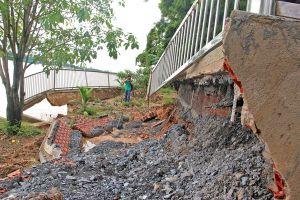 Sông Đồng Nai sạt lở nặng, dân nơm nớp lo mất nhà cửa