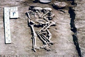 Người phụ nữ tình nguyện chôn sống để ôm chồng trong ngôi mộ cổ 3000 năm