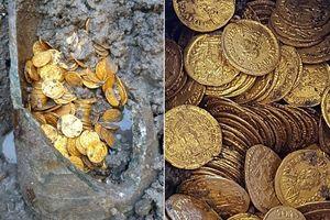 Dỡ nhà hát, phát hiện hàng trăm kg tiền vàng trị giá hàng triệu đô