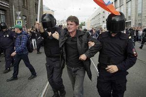 Nga: Hơn 800 người bị bắt giữ vì biểu tình phản đối tăng tuổi về hưu