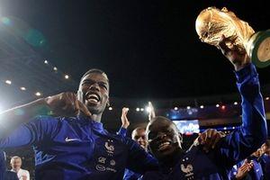Đánh bại Hà Lan, đội tuyển Pháp quẩy tưng bừng trên sân nhà