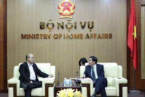 Thứ trưởng Bộ Nội vụ Triệu Văn Cường tiếp xã giao Vụ trưởng Vụ Phát triển Việt Nam, Bộ Ngoại giao Canada