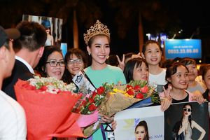 Tân Hoa hậu Sắc đẹp Toàn cầu 2018 diện áo dài, rạng rỡ tại sân bay khi về nước