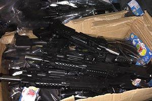 Thu giữ 2.100 khẩu súng nhựa đồ chơi trẻ em nhập lậu