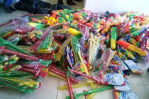 Mang hàng trăm bộ đồ chơi bạo lực bán cho trẻ em dịp Tết Trung thu
