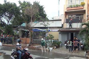 Quán nước đang sửa chữa bốc cháy, nhiều người hoảng loạn