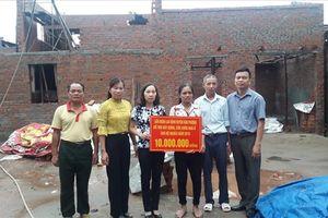 Hà Nội: LĐLĐ huyện Đan Phượng trao hỗ trợ kinh phí xây dựng nhà ở cho hộ nghèo
