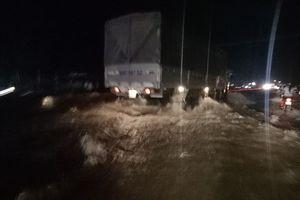 Hơn 200m đường ở Quốc lộ 1A chìm sâu trong nước