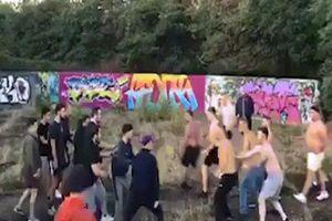 Video hooligan hỗn chiến đáng sợ ở Anh và kết thúc đầy ngạc nhiên