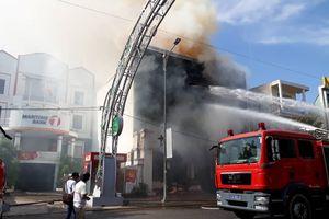 Cháy quán bar tại Đà Nẵng, hàng chục người tháo chạy