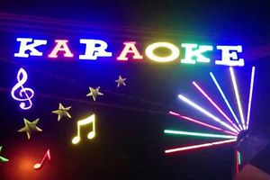 Bị chủ quán karaoke đánh chết vì hỏi 'có gái không'