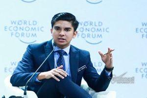 Bộ trưởng 25 tuổi của Malaysia khiến dân mạng phát cuồng khi đến Việt Nam