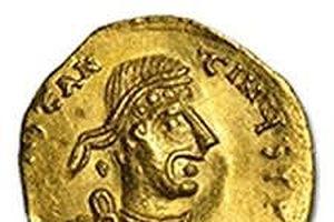 Tìm thấy tiền vàng thời La Mã dưới thềm nhà hát cũ ở Ý