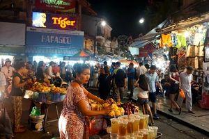 Khám phá những khu chợ đêm giá rẻ hút khách ở Hà Nội