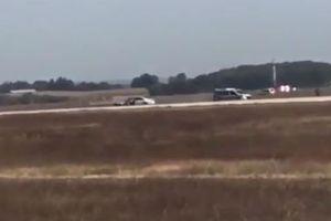 Pháp: Cảnh sát truy đuổi 'xe điên' trong sân bay