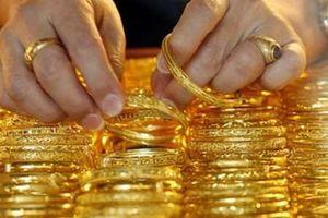 Giá vàng trong nước giảm mạnh, đắt hơn vàng thế giới 3,12 triệu đồng/lượng
