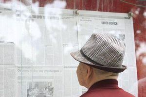 Đọc báo bảng tin: Nét đẹp xưa cũ giữa lòng Hà Nội