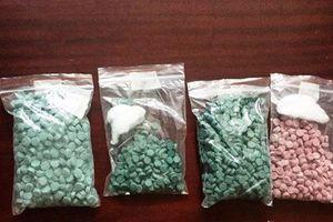 Bị công an bắt khi mang 1.500 viên thuốc lắc đi bán