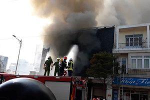 Đà Nẵng: Huy động 50 người tiếp tục khống chế đám cháy trong quán bar