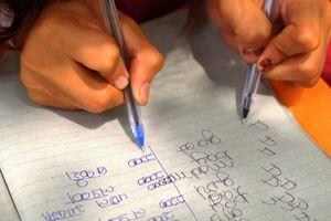 Ghé thăm ngôi trường kỳ lạ có tới 300 học sinh viết được cùng 1 lúc 2 tay