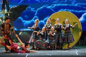 Trình diễn bản sắc văn hóa dân tộc Mông tại Nhà hát Lớn