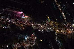 Ô tô xe máy lấn làn, vượt ẩu, hàng nghìn phương tiện chôn chân cả buổi tối ở Hà Nội