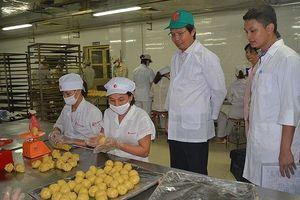 Bất an 'bánh Trung thu nhập khẩu' giá rẻ mập mờ xuất xứ