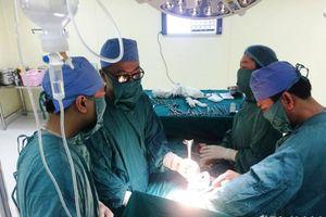 Bác sĩ, điều dưỡng hiến máu cứu nữ bệnh nhân